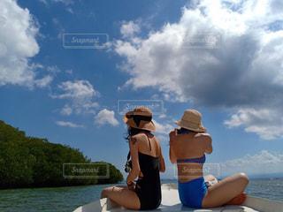 ボートの上の写真・画像素材[2235638]