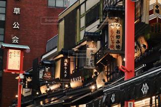 夜の江戸の街並みの写真・画像素材[2380621]