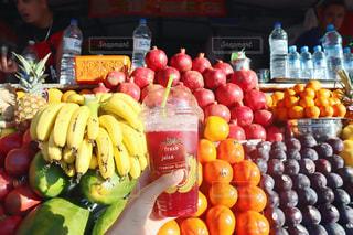 果物屋さんのジュースの写真・画像素材[2692604]