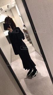 鏡の前で自撮りの写真・画像素材[4142201]