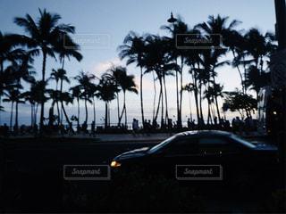 夕暮れ時のワイキキビーチの写真・画像素材[1462108]