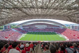 人や浦和レッズサポーターでいっぱいの埼玉スタジアムの写真・画像素材[1413148]