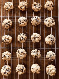 焼き立てのチョコチップクッキーの写真・画像素材[1774148]