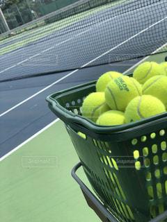 フォーカスオンテニスボールの写真・画像素材[1423894]
