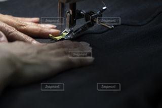 ミシンで縫製してるところの写真・画像素材[1422650]