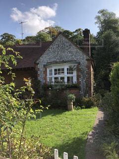家の前の庭の写真・画像素材[1429485]
