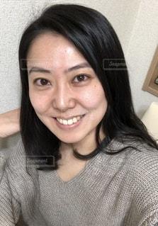 ノーメイクの女性の写真・画像素材[2742156]