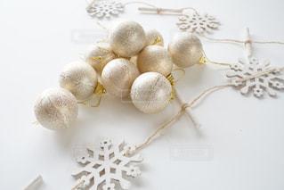 白いクリスマスオーナメントの写真・画像素材[1439256]