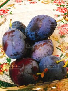 近くに果物の多くの異なる種類のの写真・画像素材[1426954]