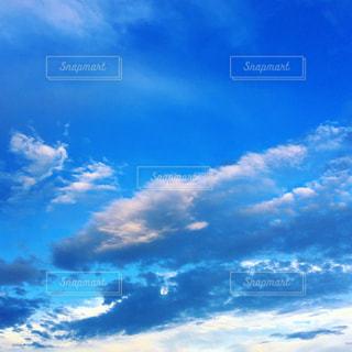 夏の青空と雲の写真・画像素材[1428922]