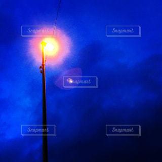 夜空と街灯の写真・画像素材[1445108]