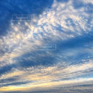 青い空に雲の写真・画像素材[1507151]
