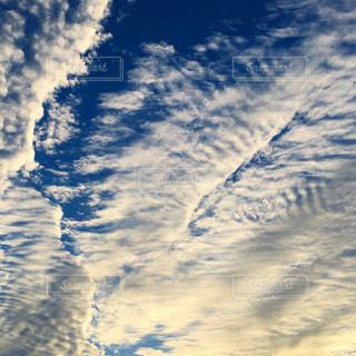 空には雲のグループの写真・画像素材[1507152]