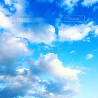 青い空と雲の写真・画像素材[1626524]