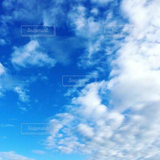 空には雲のグループの写真・画像素材[1659801]