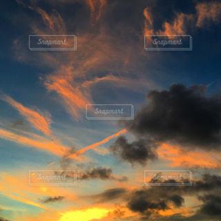 空には雲のグループの写真・画像素材[1691381]