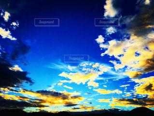空には雲のグループの写真・画像素材[1691383]