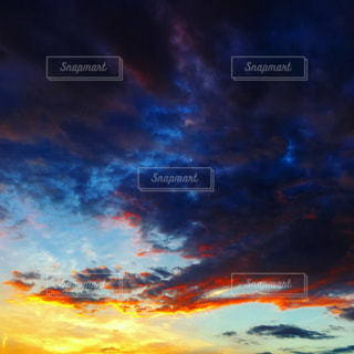 空には雲のグループの写真・画像素材[1691384]