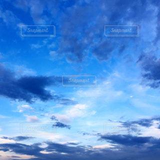 空には雲のグループの写真・画像素材[1691388]