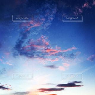 空には雲のグループの写真・画像素材[1691390]