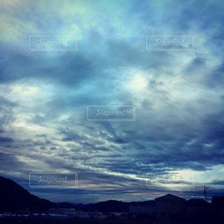 空には雲のグループの写真・画像素材[1691397]