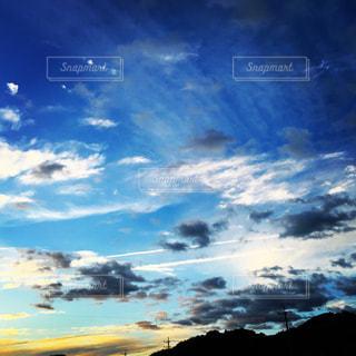 空には雲のグループの写真・画像素材[1691399]