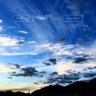 空には雲のグループの写真・画像素材[1691400]