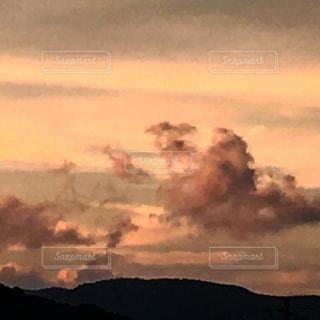 空には雲のグループの写真・画像素材[1691404]