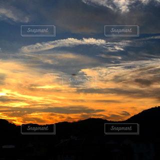 夕焼け空に浮かぶ雲の写真・画像素材[1691405]