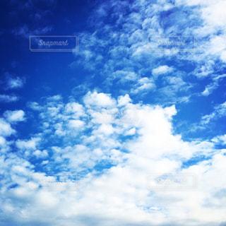 空には雲のグループの写真・画像素材[1691419]
