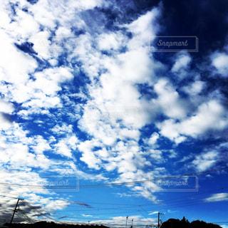 空には雲のグループの写真・画像素材[1691420]