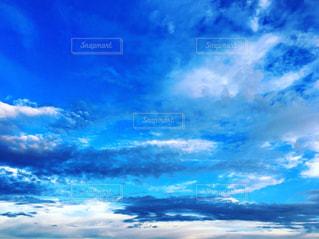 青い空と雲の写真・画像素材[2472697]