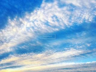 空に雲の写真・画像素材[2502466]
