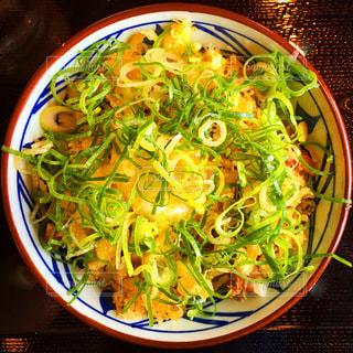 丸亀製麺の温玉肉ぶっかけうどんの写真・画像素材[3424790]