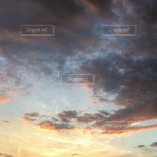 夕暮れの雲の写真・画像素材[3678553]
