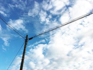 電柱と青空の写真・画像素材[3988905]