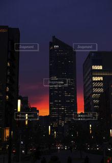 息をのむような夕日の写真・画像素材[1430491]