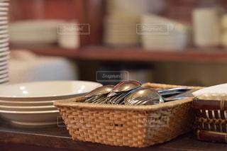 カトラリーと皿の写真・画像素材[1428971]