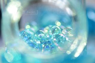水色のビー玉の写真・画像素材[1429451]