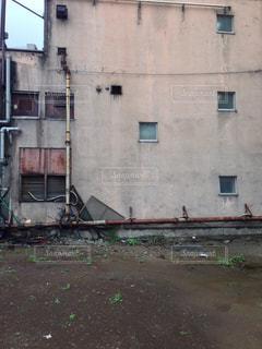 建物の間の空き地の写真・画像素材[1430886]