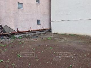 建物の間の空き地の写真・画像素材[1430894]