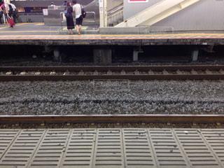 ホームから見た線路の写真・画像素材[1431039]