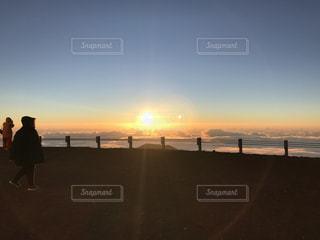 マウナケア山頂からの朝日の写真・画像素材[1429255]