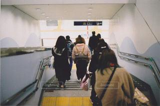 駅から帰る人々の写真・画像素材[1787001]