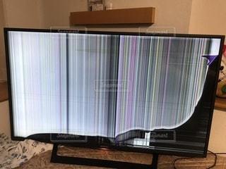 壊れたテレビの写真・画像素材[1457730]