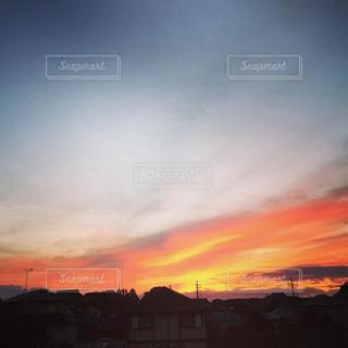 街に沈む夕日の写真・画像素材[1431054]