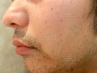 男性の顔のアップの写真・画像素材[1600467]