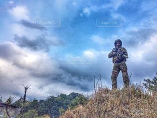 丘の上の兵士の写真・画像素材[1430717]