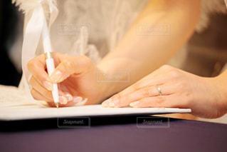 人前式 結婚誓約書 にサインの写真・画像素材[1443464]