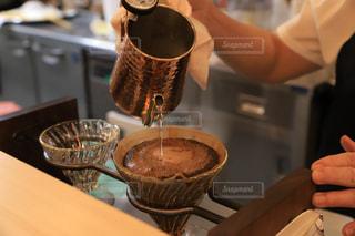 コーヒーを淹れるの写真・画像素材[2239771]